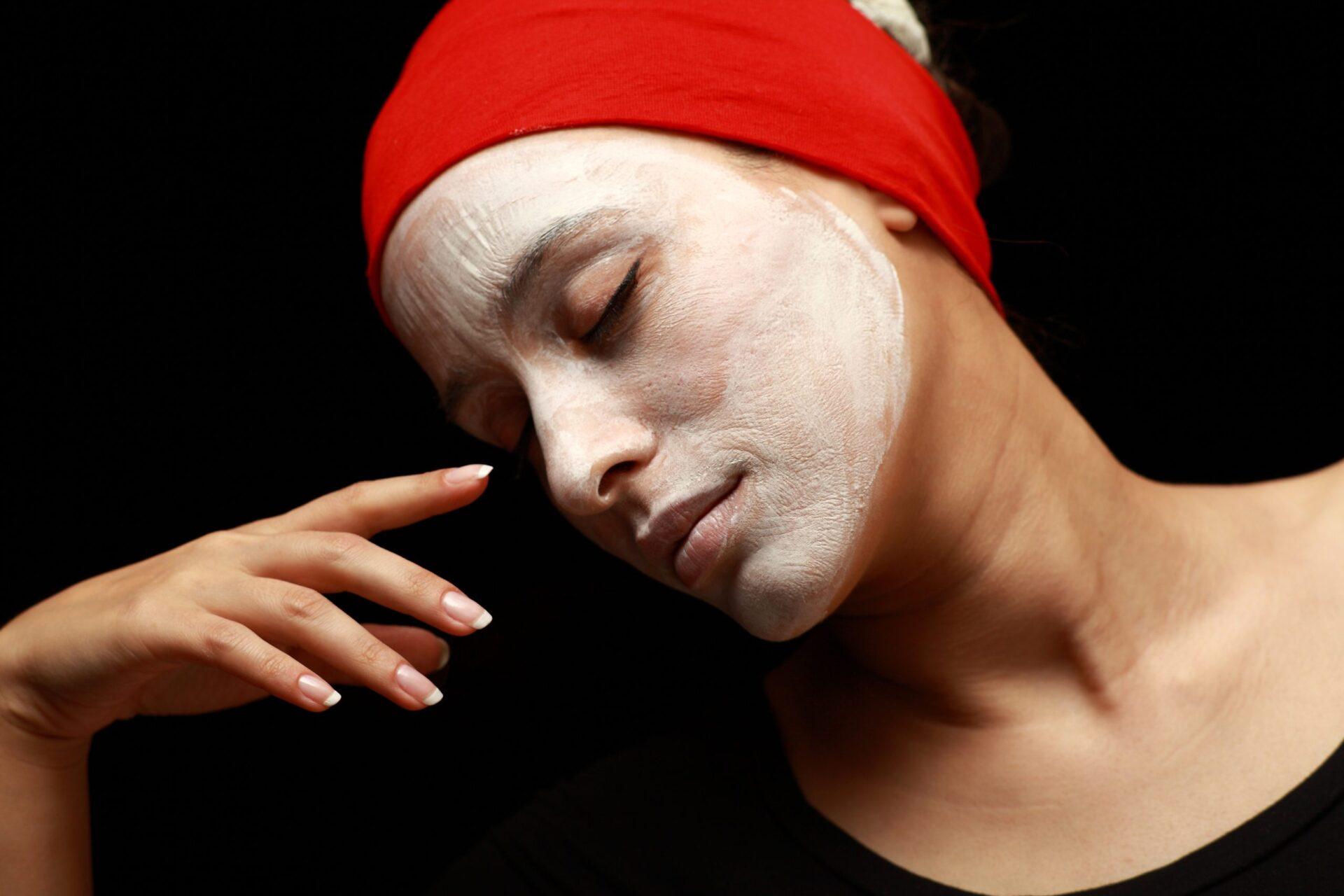 Какие домашние маски для лица от прыщей и черных точек самые эффективные?