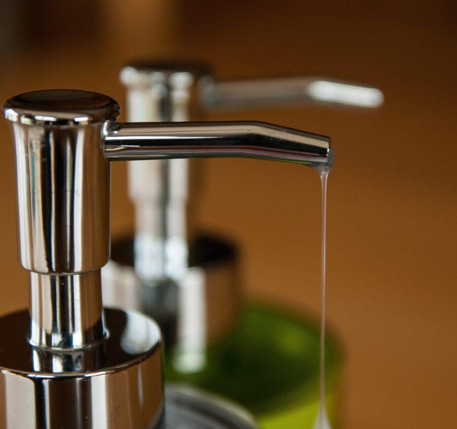 Жидкое мыло меньше сушит кожу.