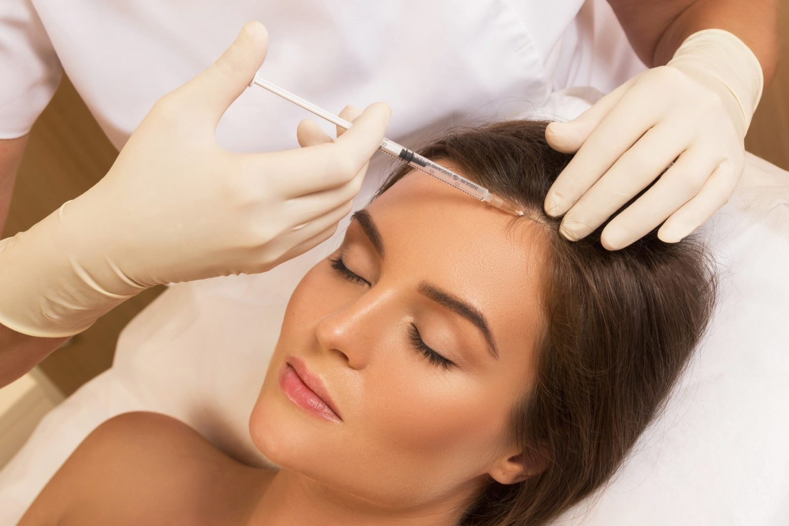 Мезотерапия для волос помогает при выпадении волос.