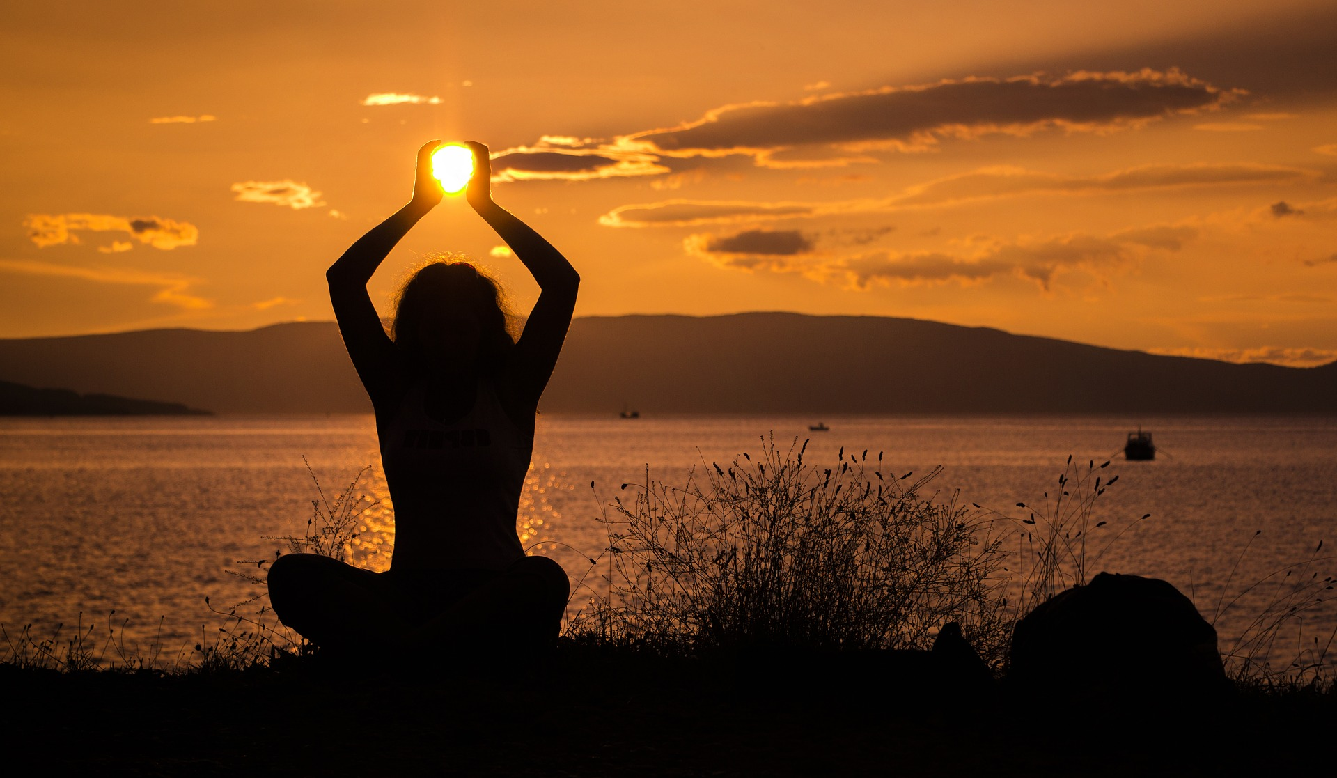 Важной частью профилактики аллергии на солнце являются правильное поведение на солнце и солнцезащитный крем с высоким SPF.